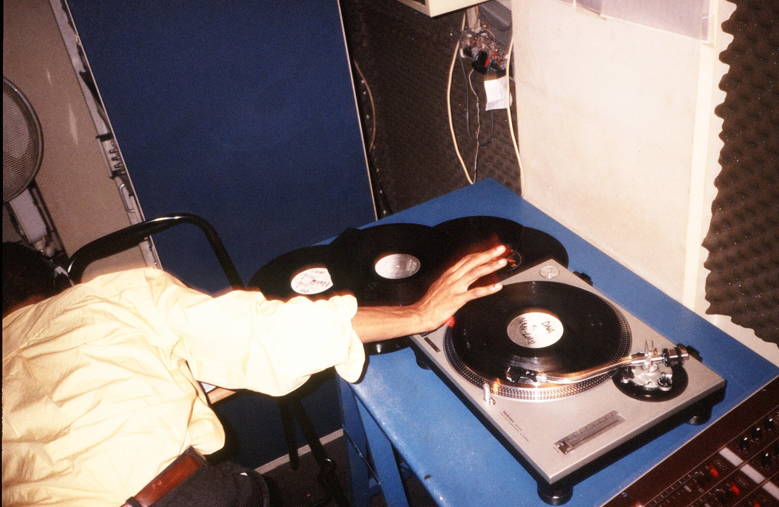Jeff Mills (US), Radio FG, rue Rébeval, Paris, 1994 Olivier Degorce - Plastic Dreams - Headbangers Publishing