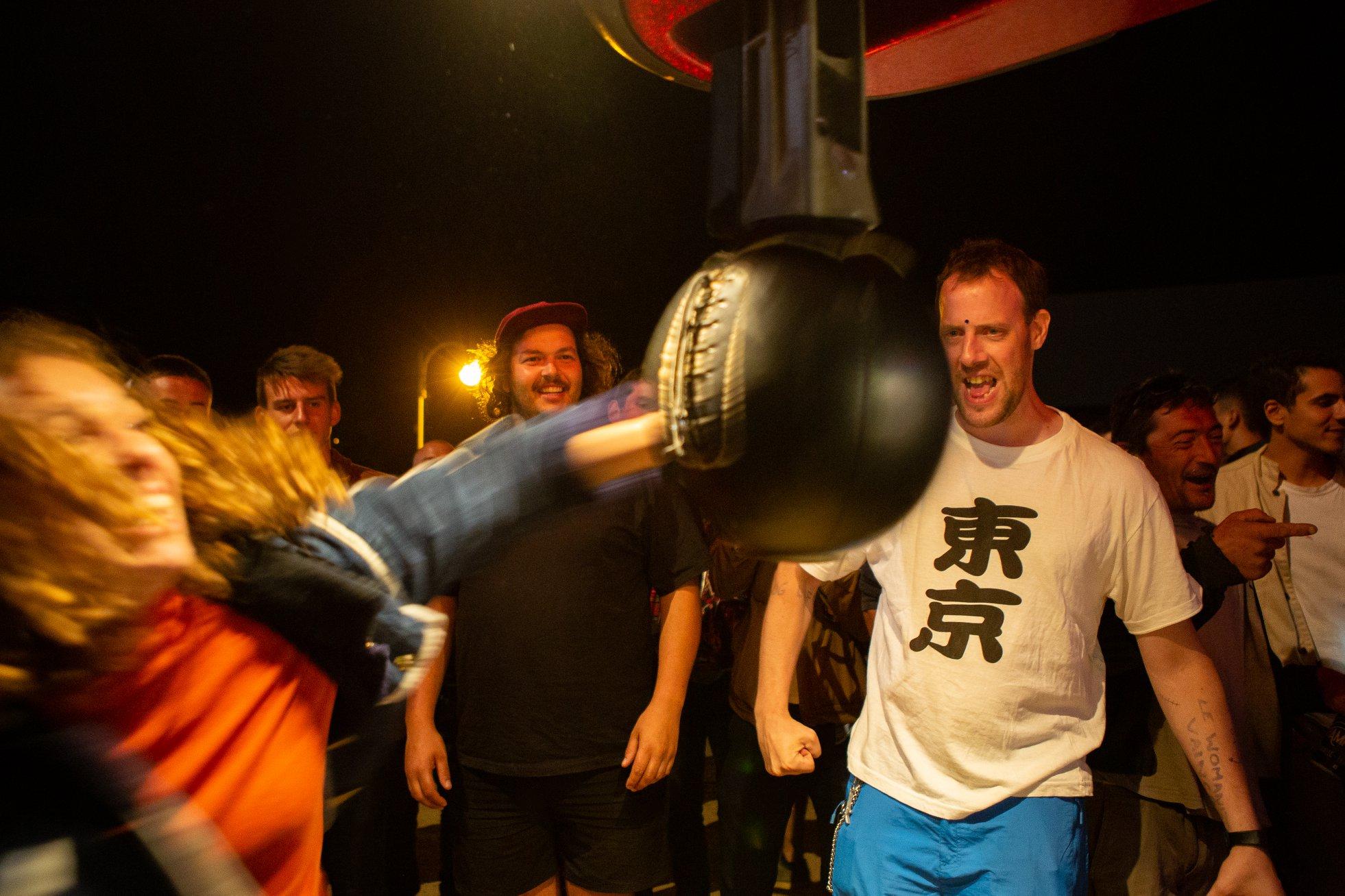 Greėgoire Sohier - Le punching-ball est l'une des attractions embleėmatiques offertes aux festivaliers du BFBF