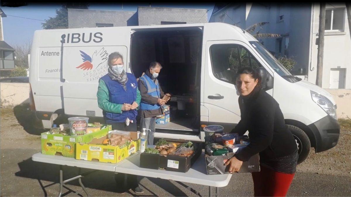 distribution_colis_alimentaire-4738370