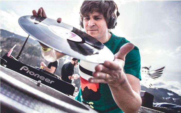 DJ set Franck Descollonges 1 (by Cyrill Merlin)